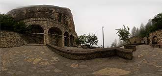 Sümela Manastırı Giriş Avlusu